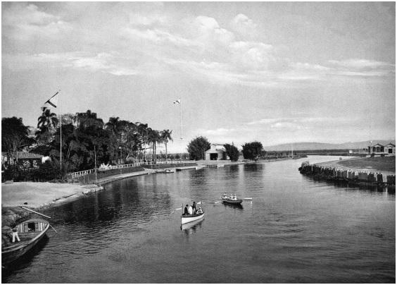 Este é o rio Tietê em 1905, utilizado como local para prática de esportes e lazer por diversos clubes instalados em suas margens. As pessoas tinham contato direto com suas águas e a relação era harmônica e positiva. (Fonte: Instituto Aprendendo.bio).