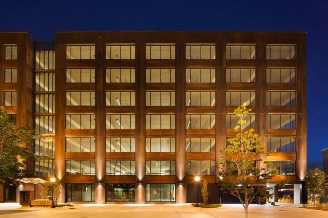 O segundo é o T3 Minneapolis, que merece destaque por ser o primeiro edifício contemporâneo de madeira a ser construído nos Estados Unidos em mais de 100 anos. (Fonte: MGA).