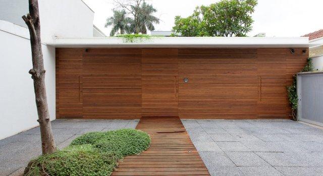 Fachada como um elemento único, revestido de madeira. (Fonte: CR2).