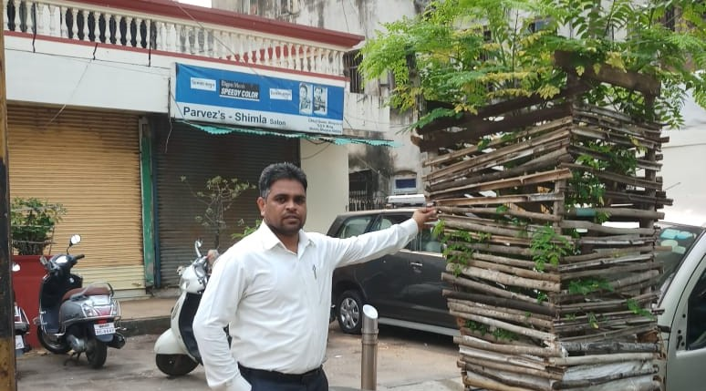 Environmental Activism: Citizen Javed Plants Trees in Streets of Mumbai