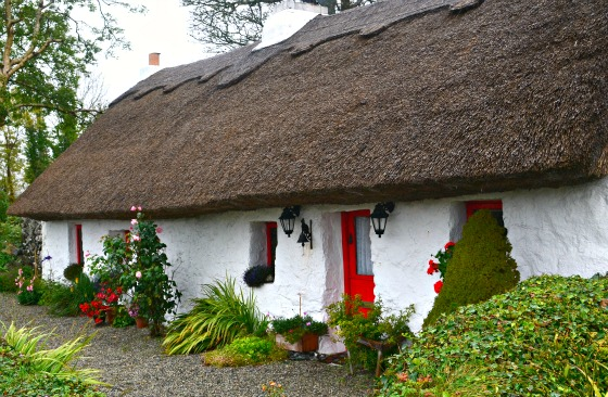 Thatched roof cottage in Ireland