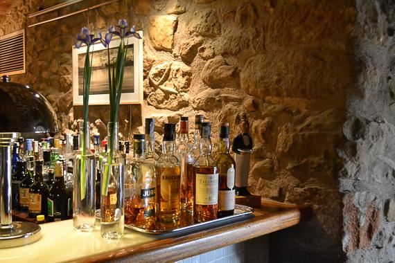 Bar area at the romantic Hotel la Plaça