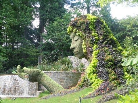 Maiden in the garden © Lynn Reiter Weinberg