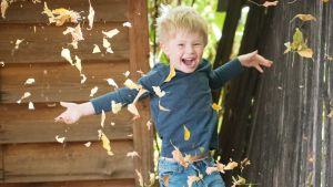 thanksgiving-giveaway-boy-in-leaves