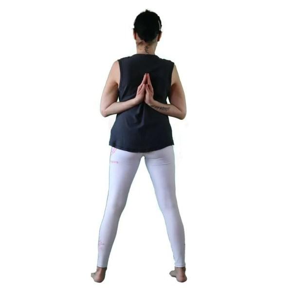 antes yoga que sencilla negra y fuscia detras
