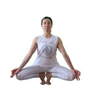 camiseta organica blanco plata antes yoga que sencilla