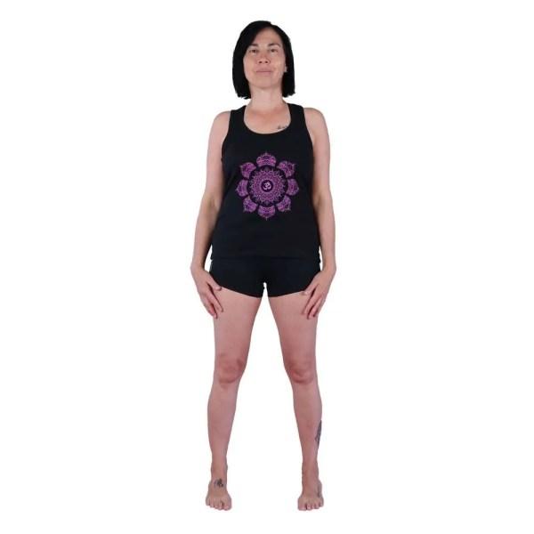 camiseta de tirantes nadadora vegana con OM y 7 chakras