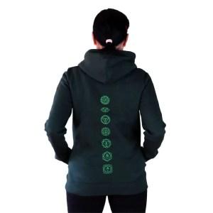 sudadera organica con capucha green yoga chacras en la espalda