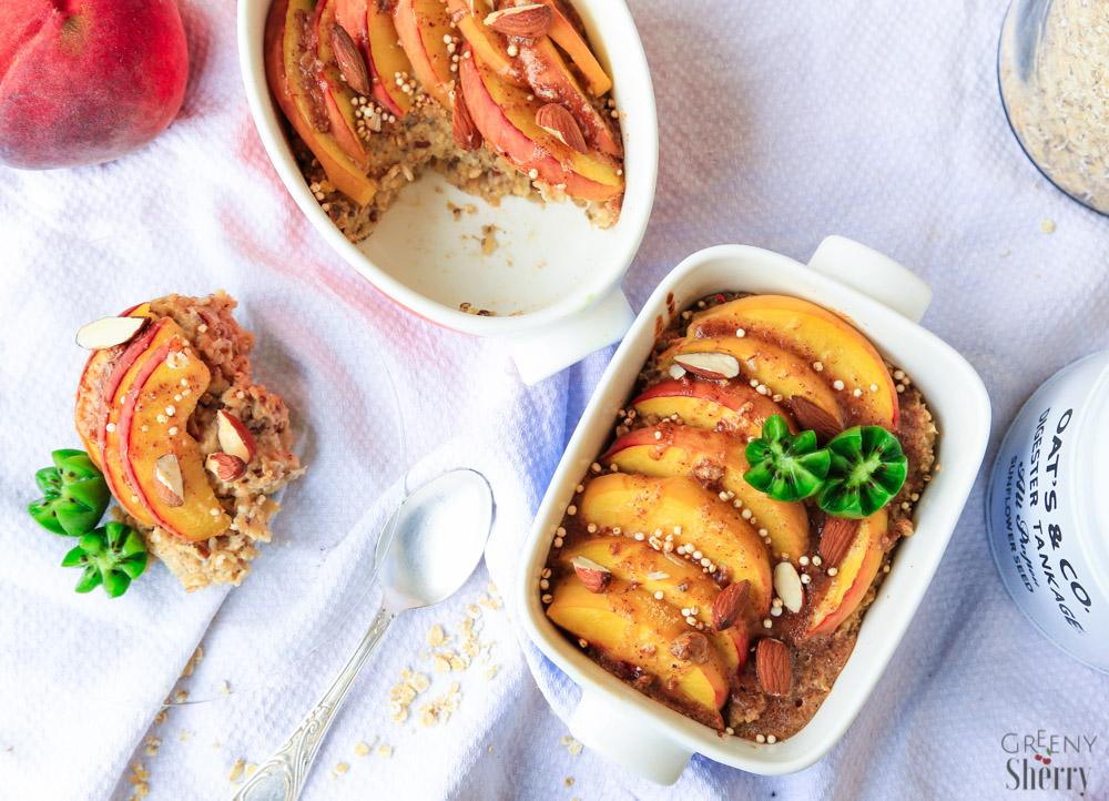 Einfacher Porridge Auflauf mit gebackenem Pfirsich vegan gesund www.greenysherry.com
