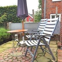 Gartenmöbel stehen auch bereit