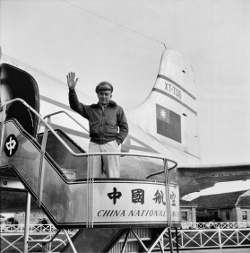 CNAC mechanic Bill Sanford and a CNAC DC-4, Shanghai, 1948