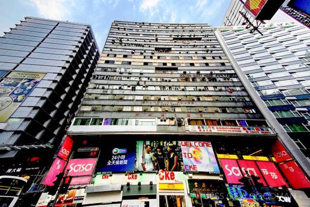 https://i1.wp.com/greggoodman.wpengine.com/wp-content/uploads/2009/09/Chungking_Mansions-Hong_Kong-Greg_Goodman-AdventuresofaGoodMan.jpg?w=640&ssl=1