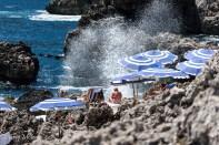 Plage privée au pied des Faraglioni à Capri