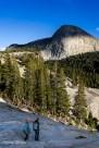 Tuolumne meadows dans le Yosemite. On à l'impression qu'un enduit de finition a été appliqué sur le rocher.