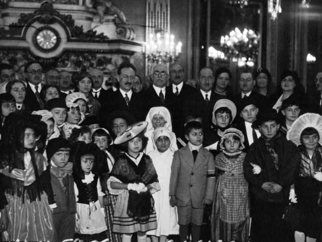 📸Photo 5/10: enfants des provinces françaises reçus par un ministre, 1932.