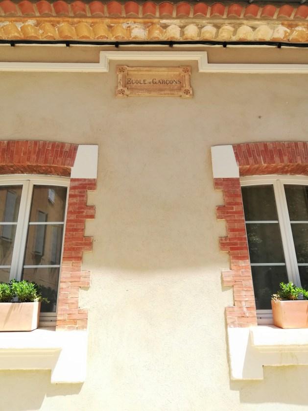 villecroze-var-france-école-de-garçons-village