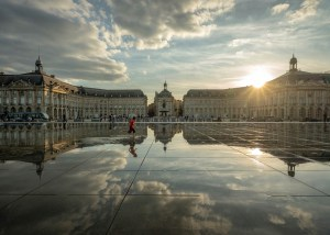 Le miroir d'eau au soleil Bordeaux