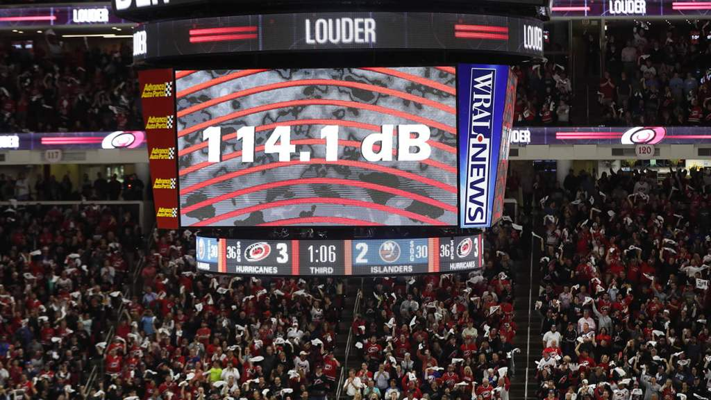 Hockey scoreboard showing one team ahead. Easy to determine the winner by counting goals, a detail that matters in hockey games.