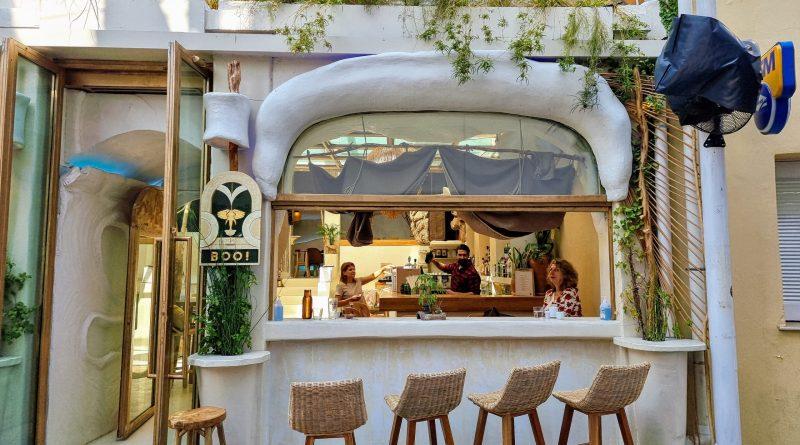 En av Atens många barer. Foto: John Göransson.