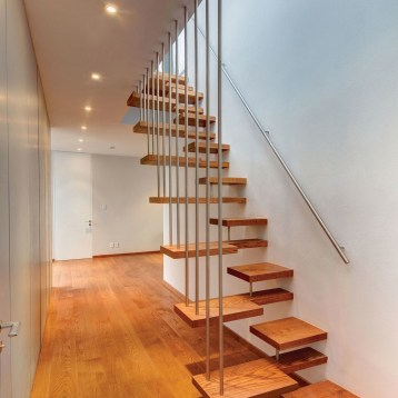 white-wall-with-stairs-and-laminate-flooring-dieas-interior-stairs-designs_1186x1622