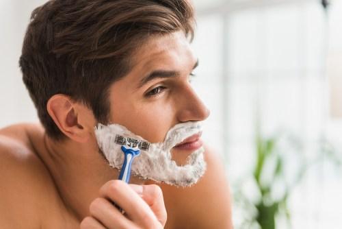 顎ニキビ 原因 髭剃り