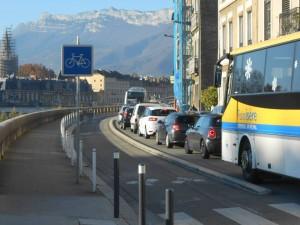 Quai de France la municipalité Piolle a créé un étranglement supplémentaire créateur de bouchons, facteurs de pollution