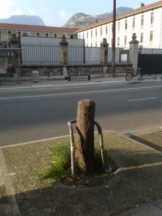 Rue Lesdiguières, chapeau le