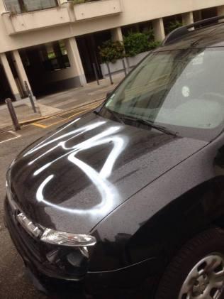 Rue André Rivoire même les voitures sont taguées