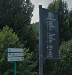 Le panneau à son emplacement