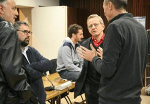 Alain Carignon à l'hôtel de ville en discussion avec Jérôme Safar (PS), Pascal Clouaire ( Verts/PG) et Aziz Sahiri