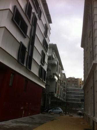 """le """" modèle """" Bonne :on peut se passer le sel d'un immeuble à l'autre dans certaines rues"""