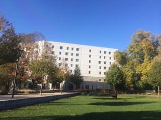 Grâce au plan local d'Urbanisme de P.Kermen (Verts/Ades) la municipalité Destot(PS) a pu vendre une partie du parc à un promoteur pour construire un hôtel