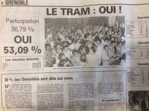 C'est un référendum voulu par Alain Carignon avec tous les éléments débattus qui a permis aux Grenoblois de décider ou non du tram: près de 31 000 avaient voté. Déjà la gauche et les Verts ne voulaient pas de cette procédure
