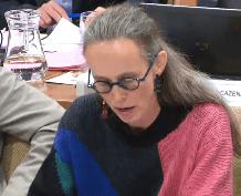 Laurence Comparat Adjointe (Verts/Ades) , fille de Vincent Comparat Président de l'Ades: elle a la haute main sur l'accès aux données ce qui inquiète tous les porteurs de pétitions