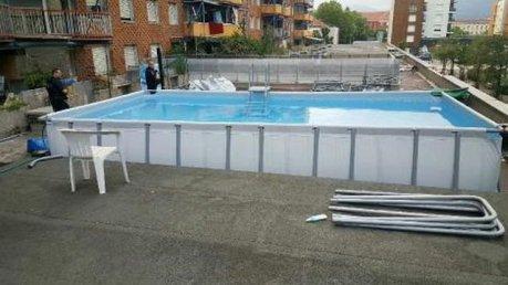 Les dealers se sont substitués à la municipalité cet été en installant une piscine gratuite sur le toit d'un centre commercial désaffecté