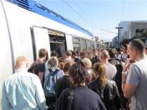 L'absence de ligne à Grande vitesse contraint les TGV à emprunter l'ancienne ligne Grenoble/Lyon bloquant les TER au détriment de la fréquence et de la régularité pour les usagers