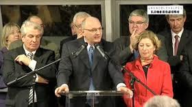 """Didier Migaud Président PS de la Métro jusqu'en 2010 avec une majorité PS/PC/Verts/Ades jusqu'en 2008, avec le seul PC ensuite ici avec Renzo Sulli (PC) présent sans discontinuer aux """" responsabilités, Marc Baïetto (PS) qui a succédé à D.Migaud et Geneviève Fioraso Première Vice Présidente (PS) à l'économie: pour ne pas perdre les voix des Verts ils ont sacrifié l'agglomération"""