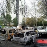 au village olympique voitures brûlées