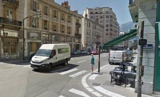rue Lesdiguières : avant des feu qui protégent le piéton