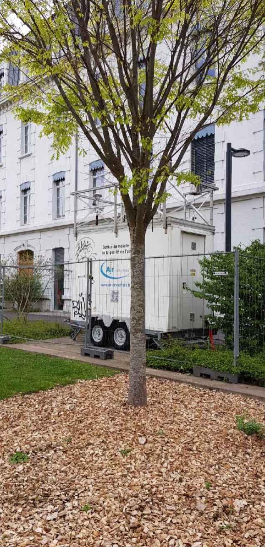 Même si les instruments de mesure de la pollution ne sont pas posés en bordure de voirie ( ici dans le jardin de Bonne) la pollution a immédiatement augmenté après la fermeture de Grenoble