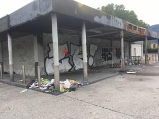 Leadl en bordure de Villeneuve : une friche depuis des mois