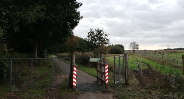 Bij de entree van het fietspad oostelijk langs het Reichswald