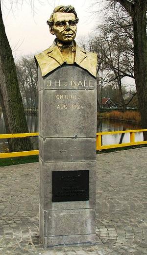 Standbeeld J.H. van Dale