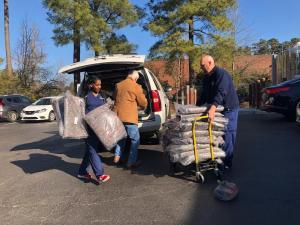 Mako Medical taking Blankets to the homeless