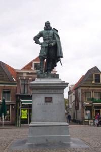 Picture of JP Coen statue