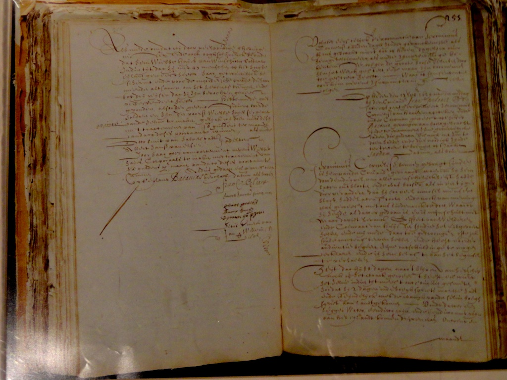 Picture of Pelsaert's journal. His is the first signature