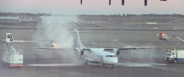 De-icing a plane at Helsinki airport
