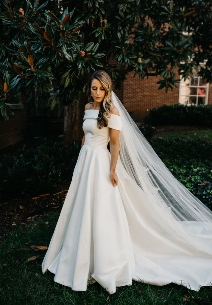 the best wedding dress for busty women