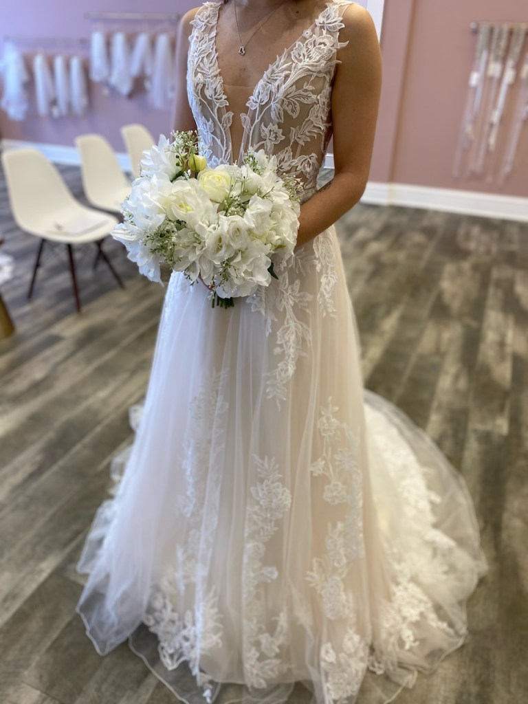 what to expect at your wedding dress appointment