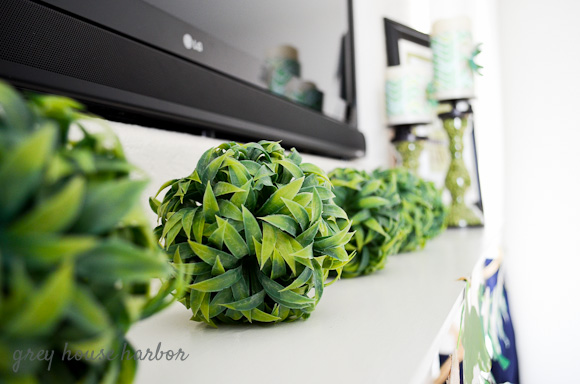 St. Patrick's Day Mantel Decor  |  greyhouseharbor.com